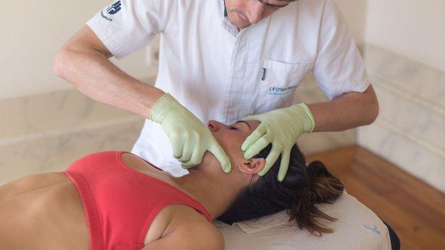 Efetividade da terapia manual na redução da dor e melhoria da amplitude de abertura da boca em utentes com disfunção temporomandibular