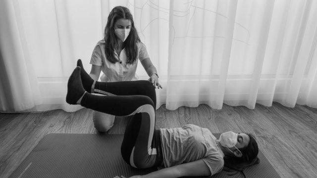 A Minha Fisioterapeuta: Sessões de Pilates Clínico ajudam a tratar tendinites dos ombros e dos cotovelos?